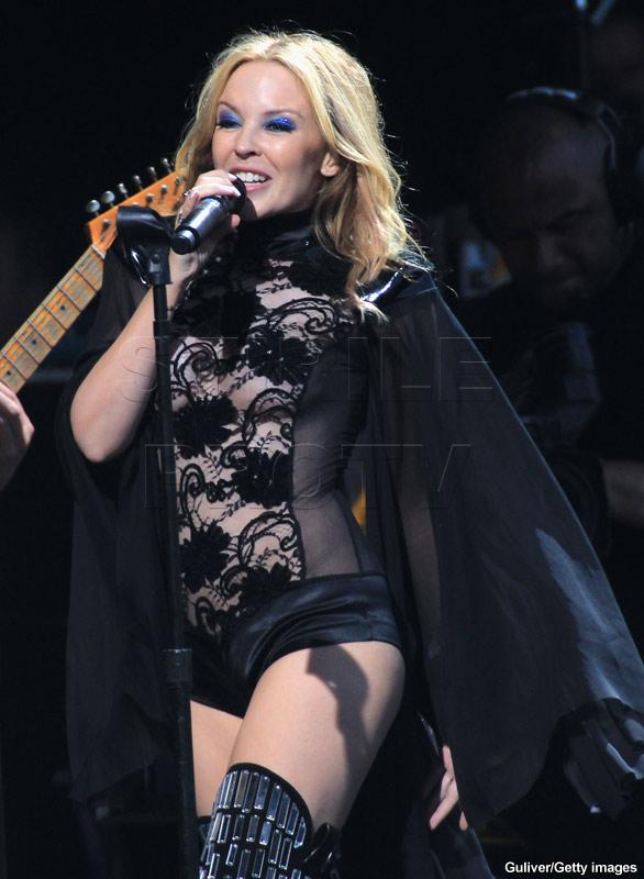 Kylie Minogue, Sharon Stone si Dita, pe covorul rosu la binefacere