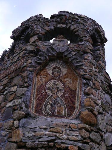 A distrus pictura murala de la manastire pentru ca sfintii erau prea grasi