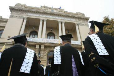 Universitatea Oradea isi va monitoriza absolventii, dupa terminarea studiilor. Care este scopul acestei decizii