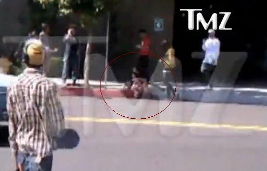 A dat in el ca-n sacul de box. Fiul lui Nicolas Cage, snopit in bataie in mijlocul strazii. VIDEO