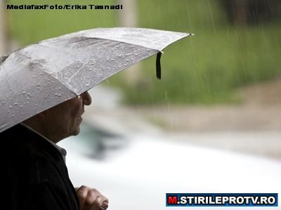 Ploua cu avertizari. Cod rosu de inundatii in Romania si cod galben de precipitatii. ZONELE VIZATE