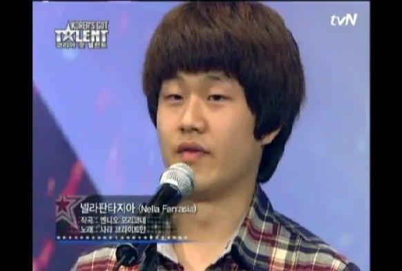 VIDEO. 10 ani a dormit pe scarile unei toalete publice, acum a devenit vocea de aur a Coreei