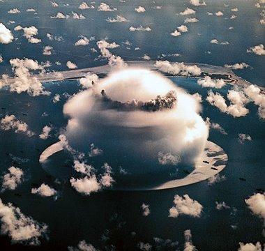 Explozie cu o putere luminoasa de 500 de ori cat a Soarelui. Bomba cu hidrogen lansata din avion