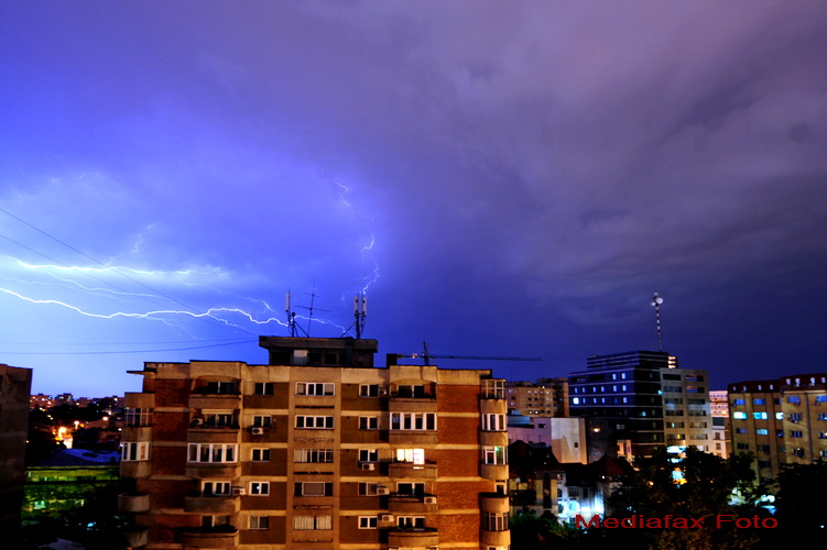Atentionare meteo de ploi torentiale si grindina in toata tara