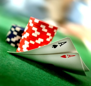 Pacat capital. Mai multi calugari budisti au jucat poker 13 ore, au fumat si baut de Ziua lui Buddha