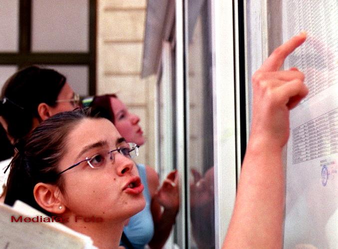 BAC 2011: La Timisoara elevii au scris cu vopsea injuraturi la adresa ministrului educatiei