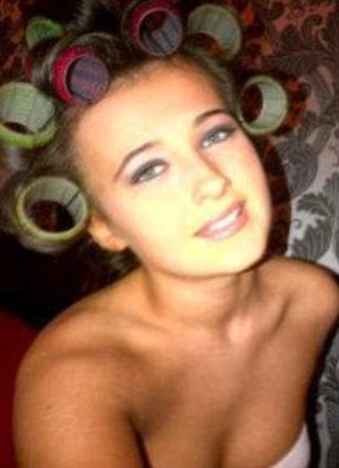 O fata de 15 ani din Anglia a murit dupa ce i-ar fi fost pusa o pastila de ecstasy in bautura
