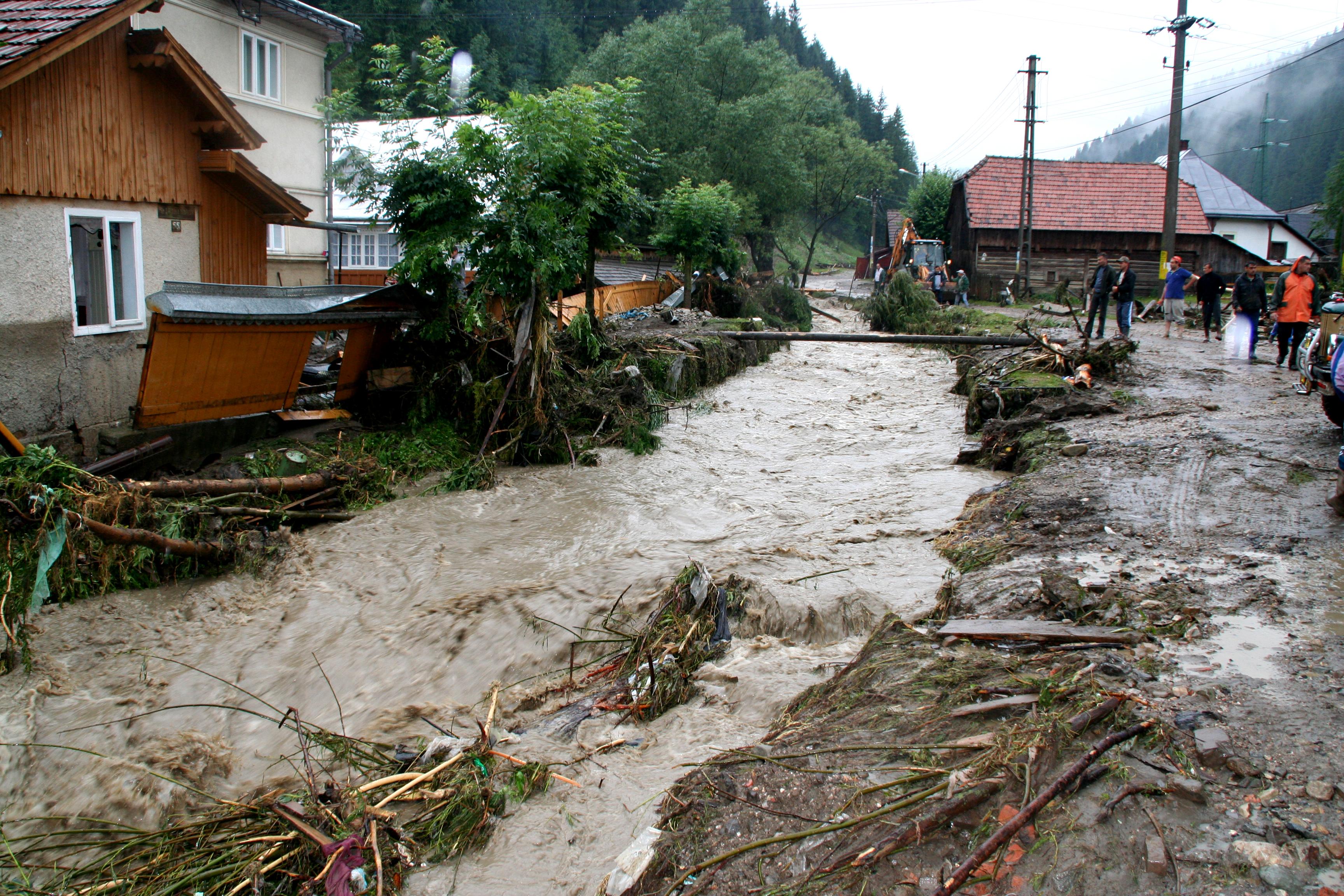 COD ROSU de inundatii in Timis. Mai multe judete stau sub amenintarea apelor