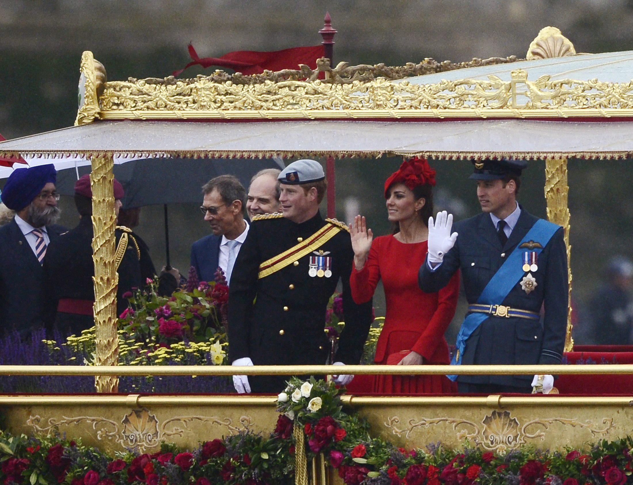 Aparitie surpriza la Jubileul de Diamant al Reginei. Prezenta acestui om starneste un scandal urias