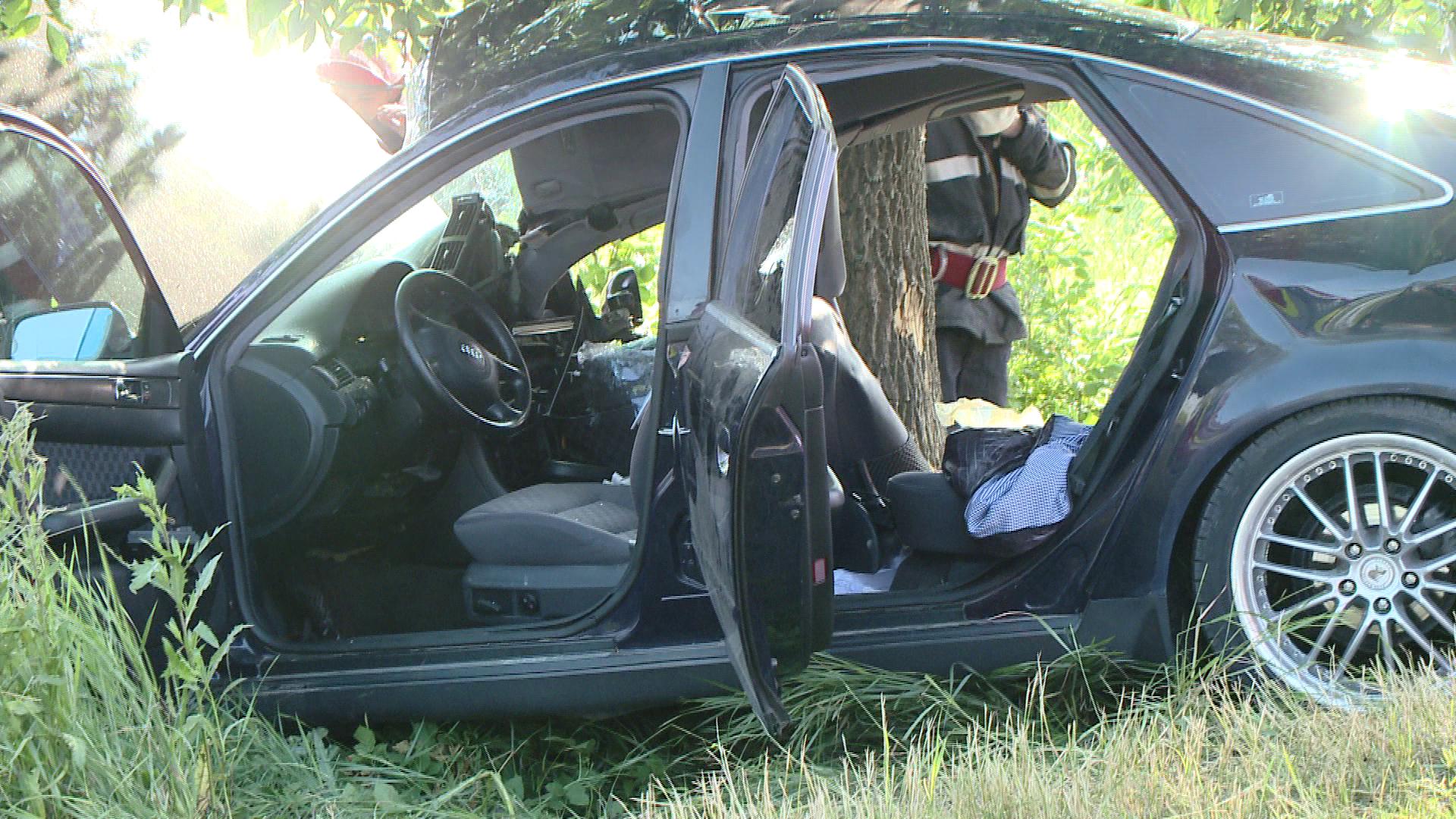 Patru oameni au murit dupa ce un camion a intrat pe contrasens. Doi tineri au sfarsit carbonizati