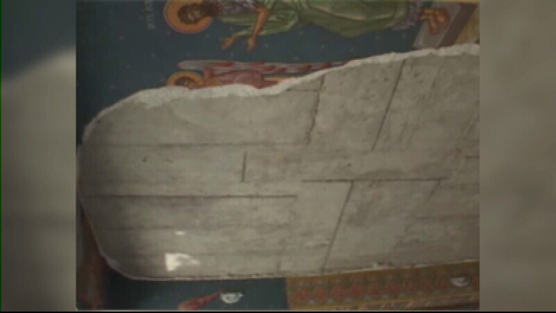 Tavanul catedralei din Ramnicu Valcea s-a prabusit in timpul unui botez. Trei oameni au fost raniti