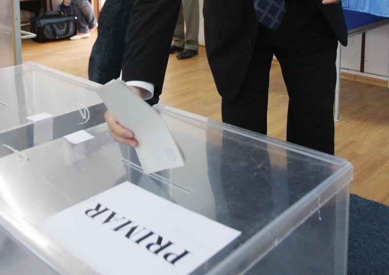 ALEGERI LOCALE 2012. Vezi aici ce au spus politicienii dupa ce au introdus votul in urna. VIDEO
