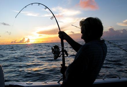 Un pescar a inghetat cand a vazut ce s-a prins in undita: