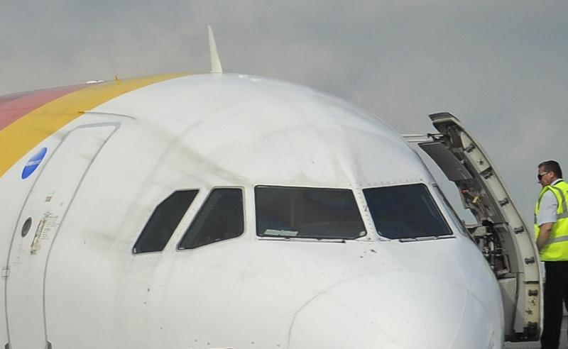 Aterizare de urgenta pe aeroportul Otopeni. Doi pasageri au agresat un steward
