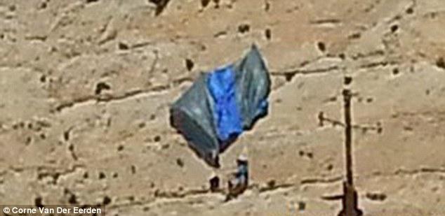 Un parasutist suspendat la 70 de metri inaltime si-a sunat iubita pentru a o calma. Ce a urmat