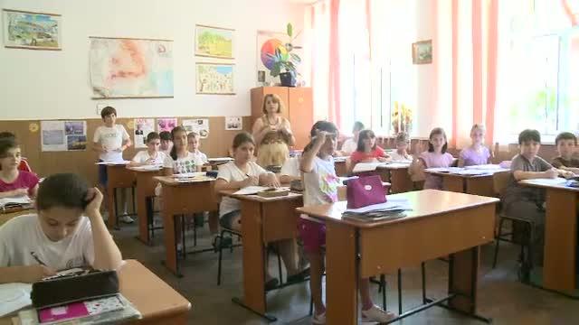 Ministrul Eugen Nicolaescu: Din 2014 introducem in programa scolara ore de educatie sanitara