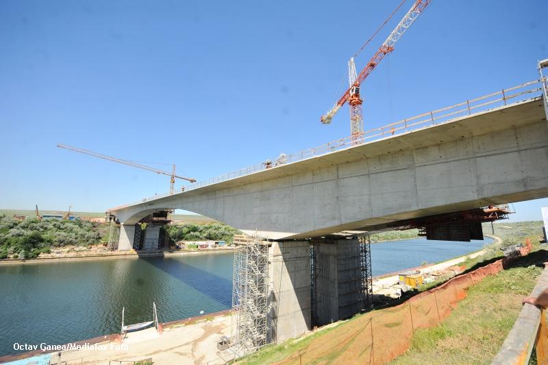 Podul peste Dunare, care va uni localitatile Calafat si Vidin, va fi gata in ianuarie 2013