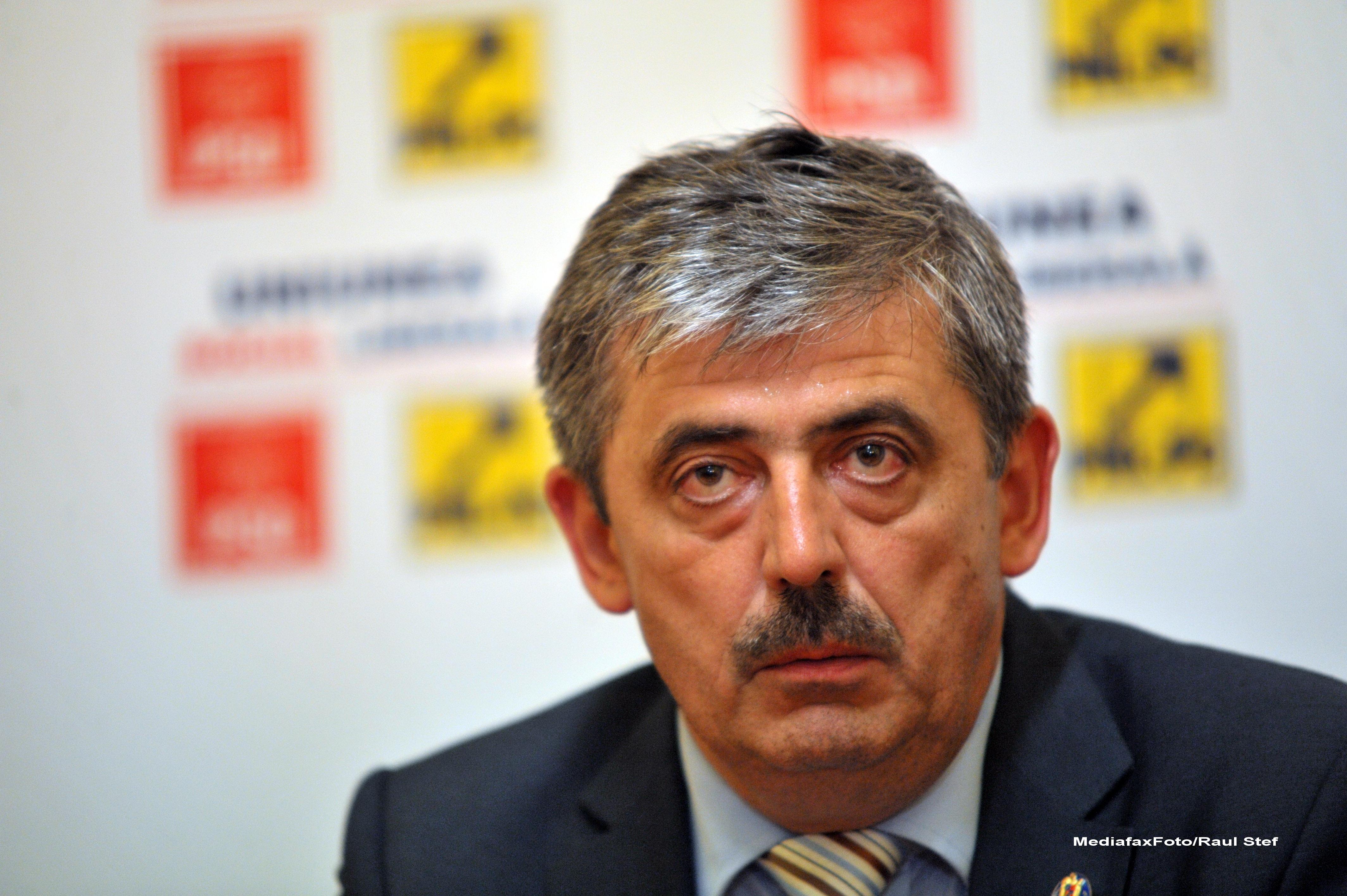 Presedintele CJ Cluj, Horea Uioreanu, si-a ras mustata pentru ca a castigat alegerile locale