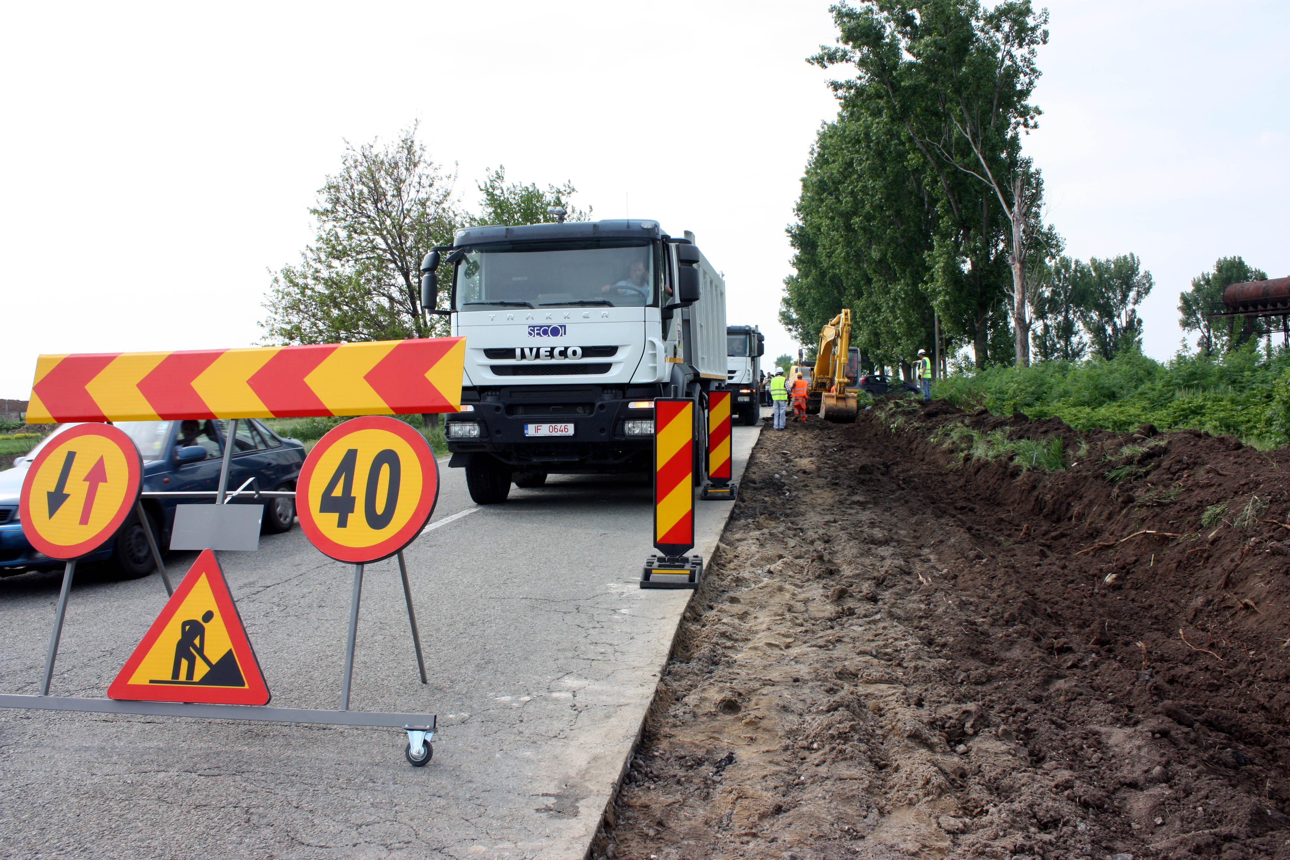 Trafic blocat pe DN 6, in Caras-Severin, dupa ce o cisterna cu gaz petrolier lichefiat s-a rasturnat