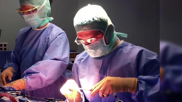 Situatia aberanta in care e pus un medic roman ce a operat alaturi de mai buni chirurgi francezi