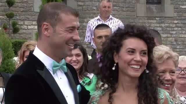 Lucian Bute s-a cununat civil cu iubita sa, Elena. Mireasa a atras toate privirile cu rochia sa