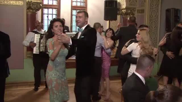 Lucian Bute a incins ringul de dans. Momentele fierbinti ale petrecerii de dupa cununia civila