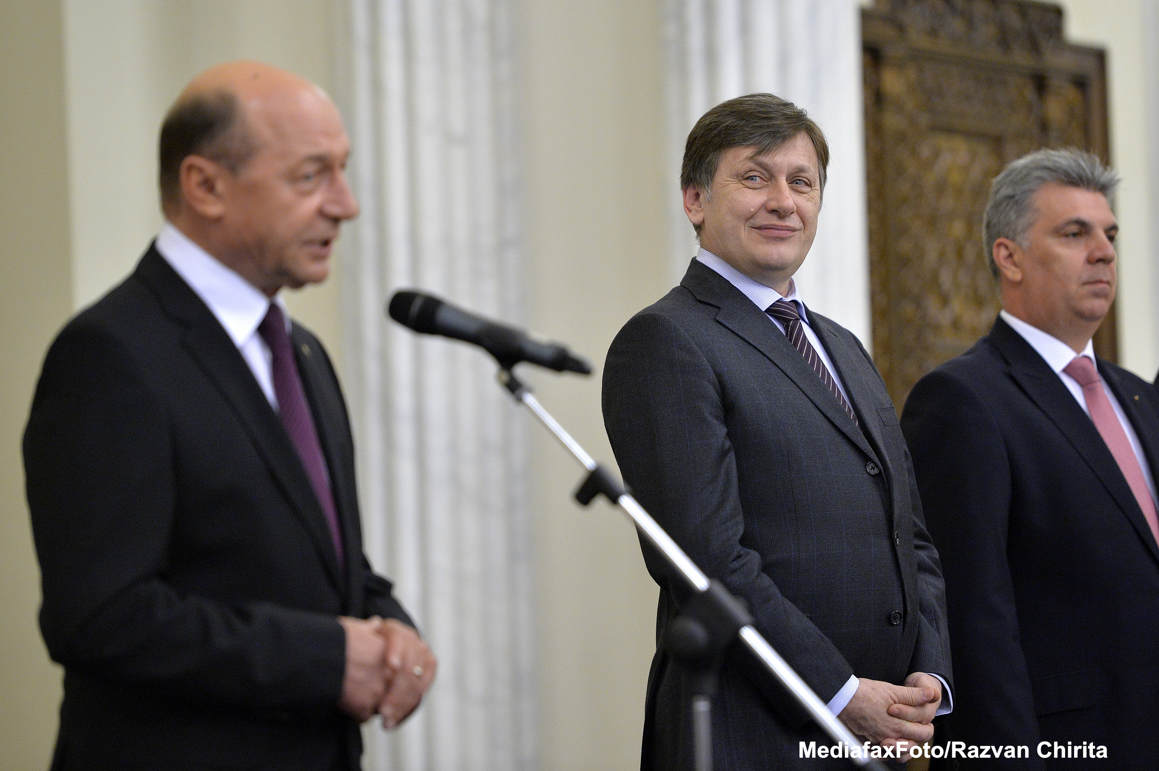 Basescu: Defrisarea atributiilor presedintelui, o intelegere murdara care se reflecta in Constitutie