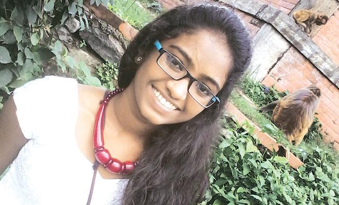 A crescut in cel mai mare cartier de prostitutie din India, acum e primita de 3 universitati de top