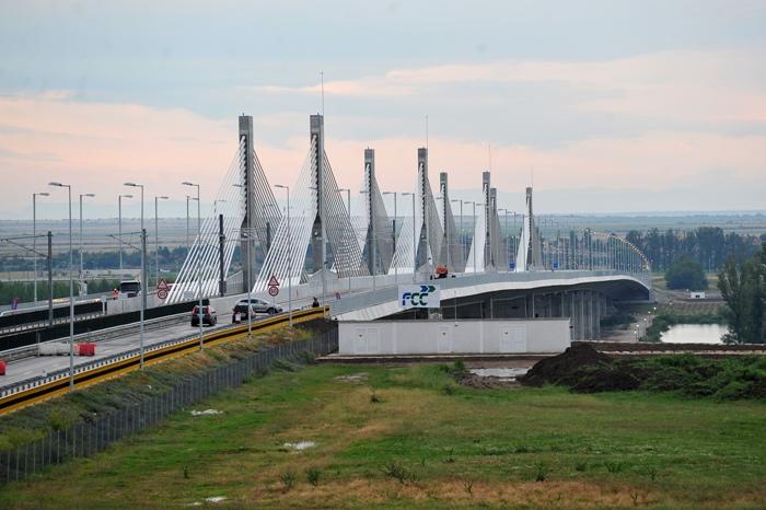 Isarescu crede ca podul Calafat-Vidin poate concura sa apara pe una dintre bancnotele de euro