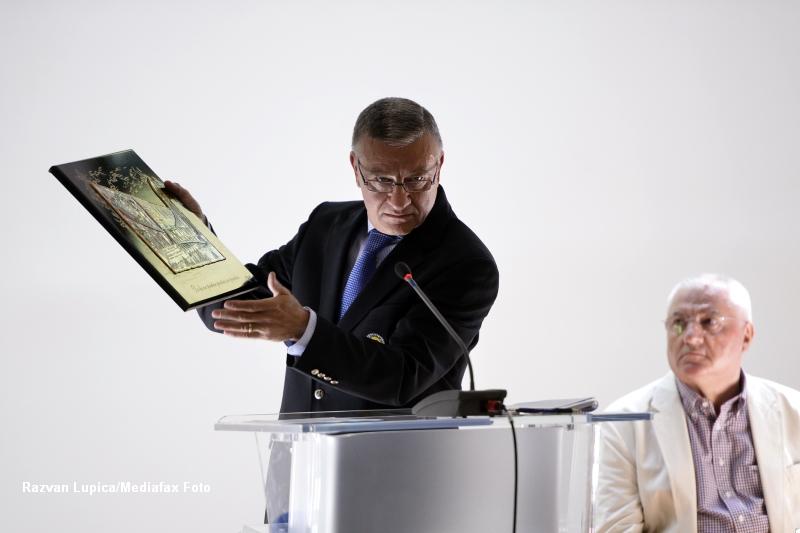Mircea Sandu si Dumitru Dragomir, trimisi in judecata de DNA, in dosarul dezafilierii U Craiova