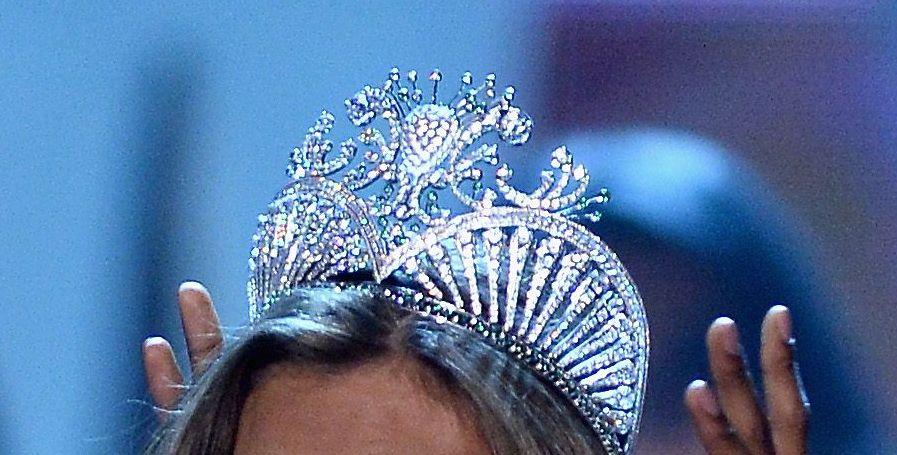 A castigat un concurs international de frumusete purtand o rochie de 20 de lire sterline
