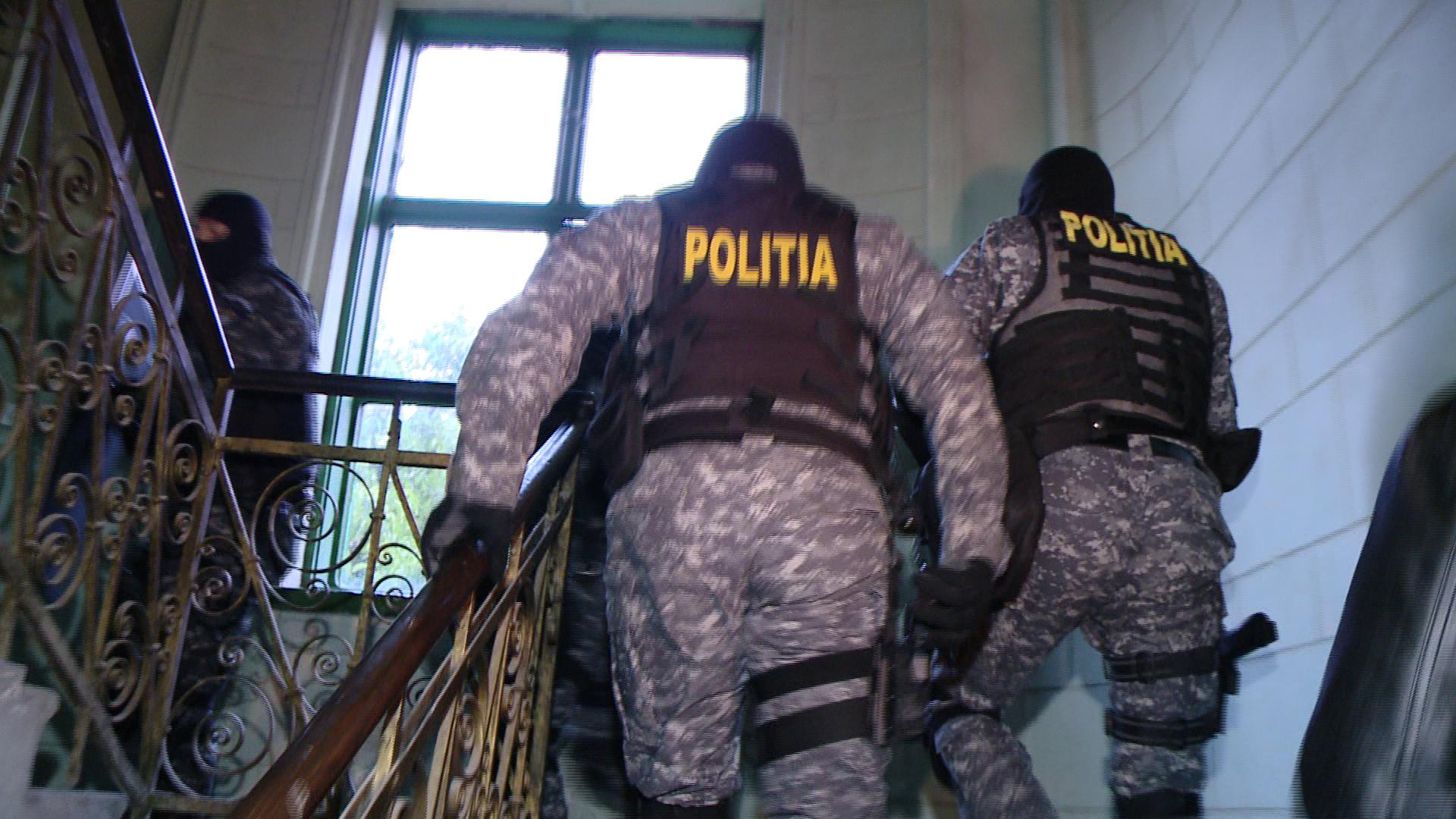 Perchezitii in Capitala si 11 judete, la persoane suspectate de inselaciuni prin metoda