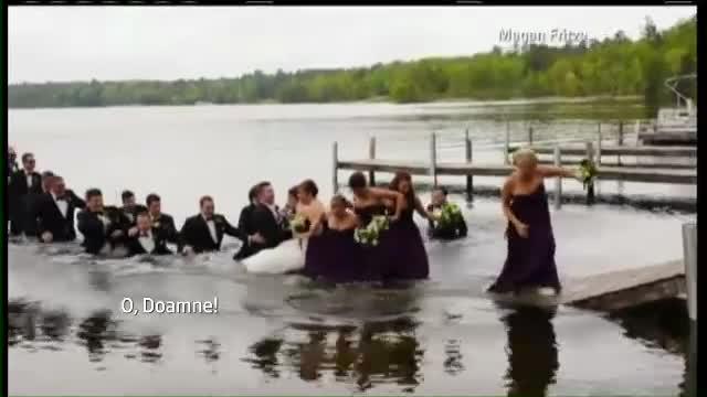 Nuntasi la apa. Cum au ajuns 20 de petrecareti, cu tot cu miri, sa faca o baie fara voia lor