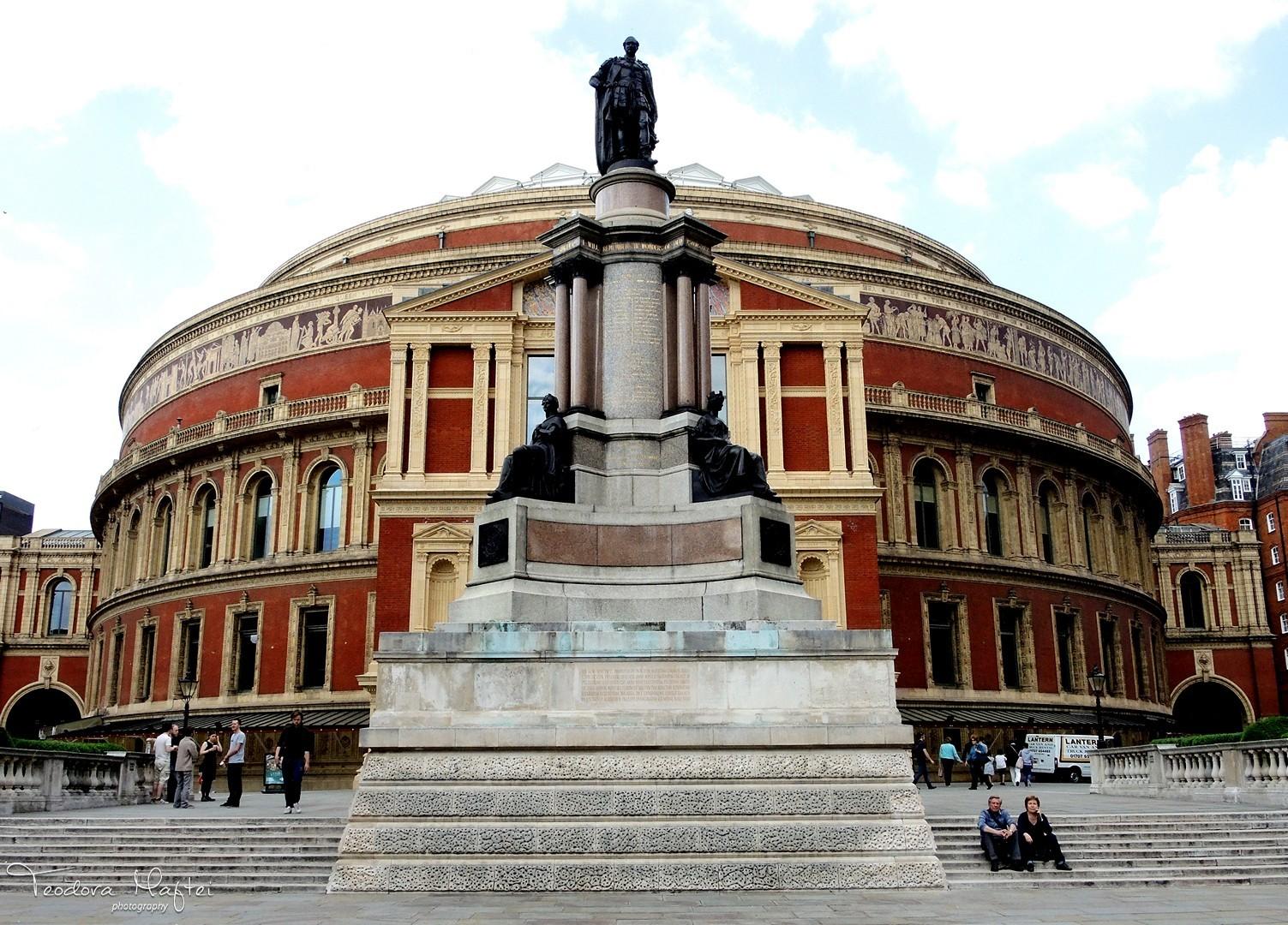 50 de ani de rock britanic. O lectie de istorie a muzicii si o expozitie FOTO impresionanta la Londra