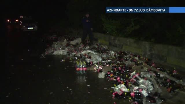 Un drum national a fost inundat de suc, dupa un accident. Angajatii CNADNR, veniti sa ajute, s-au autoservit cu cateva sticle
