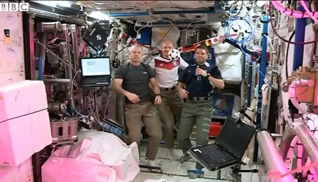 Cum si-au aratat astronautii de pe statia spatiala internationala pasiunea pentru fotbal