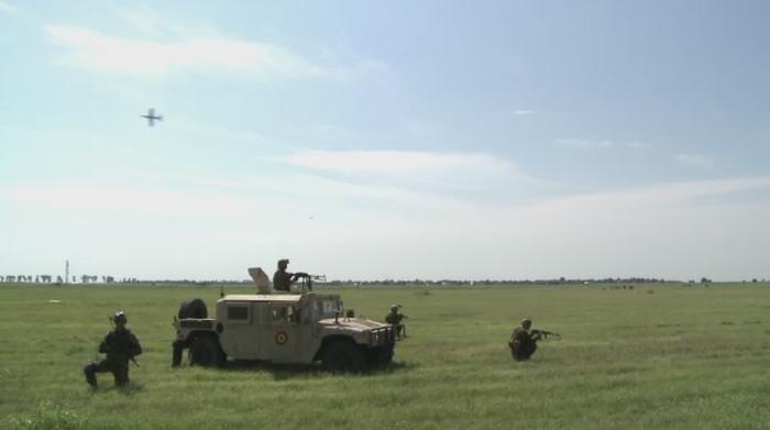 Spectacol militar si aviatic in Buzau. Mii de oameni au participat la mitingul de la Boboc
