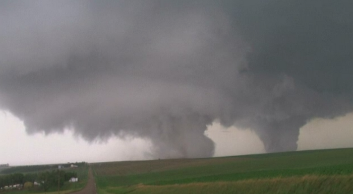 Un oras din SUA a fost aproape devastat de o dubla tornada. Starea de urgenta, decretata in statul Nebraska