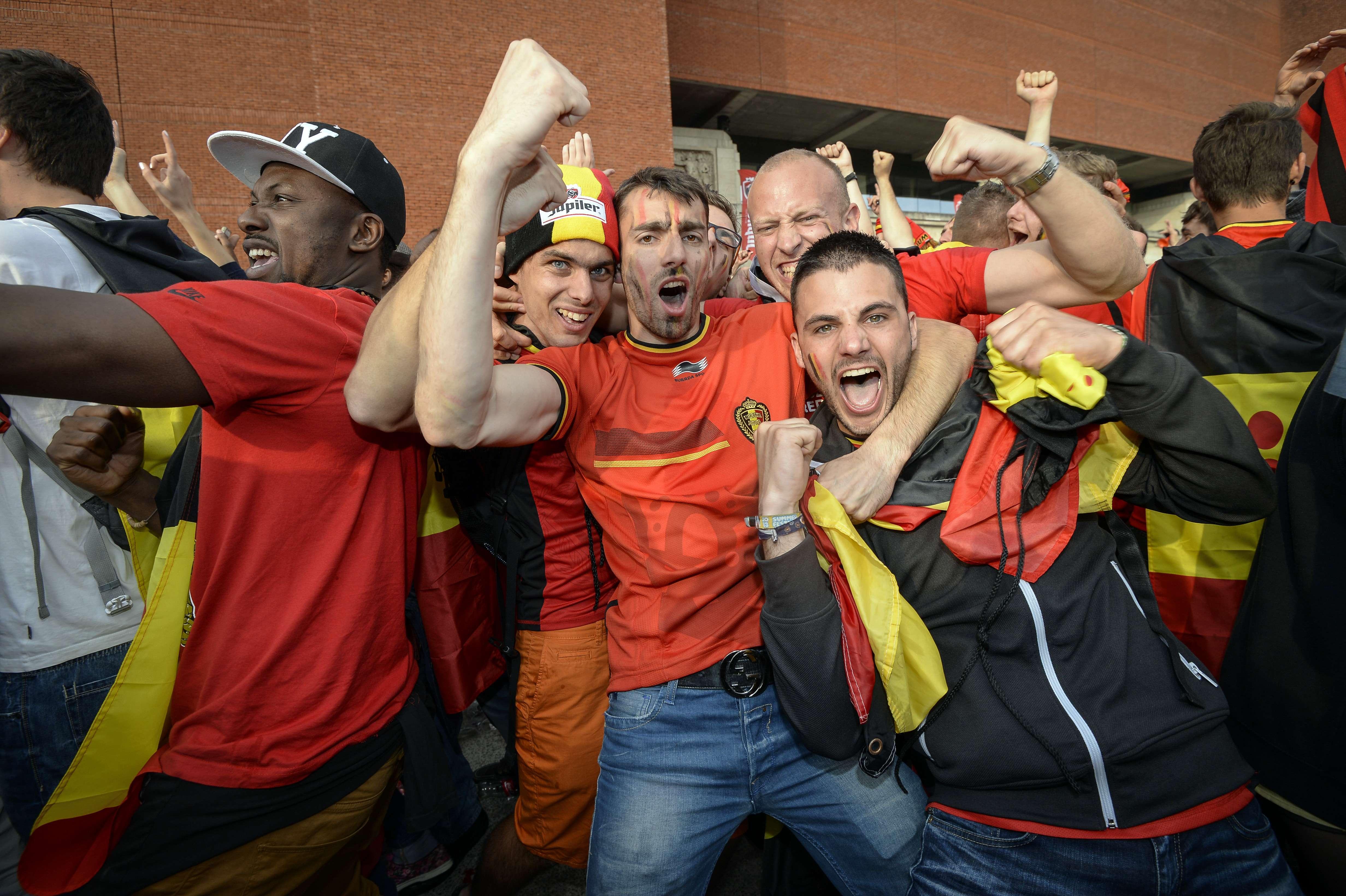 Campionatul Mondial de Fotbal 2014. Politistii din Belgia care au sarbatorit victoria pe strazi mai ceva ca suporterii