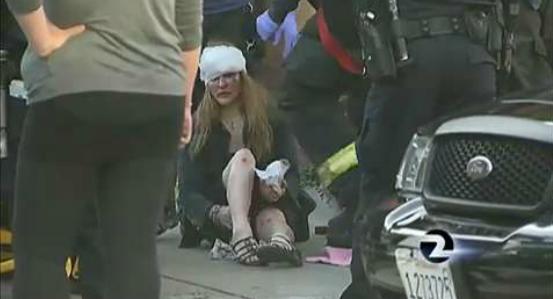 O reportera TV este jefuita in timpul unei relatari in direct despre o femeie... jefuita. VIDEO