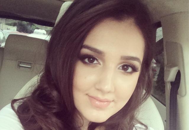 BACALAUREAT 2014: Teodora Becali se relaxeaza la mall intre examene. Luni incepe o noua proba pentru elevi