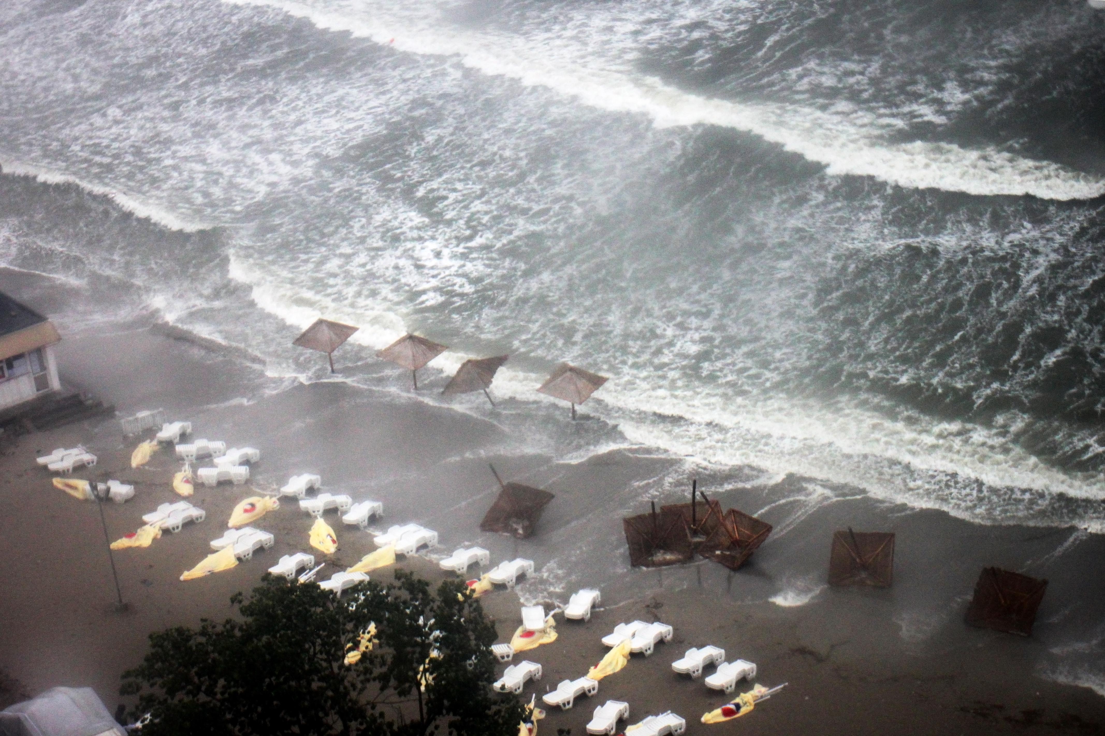 COD ROSU de inundatii in judetul Constanta. Prognoza meteo pentru urmatoarele 3 zile in toata Romania