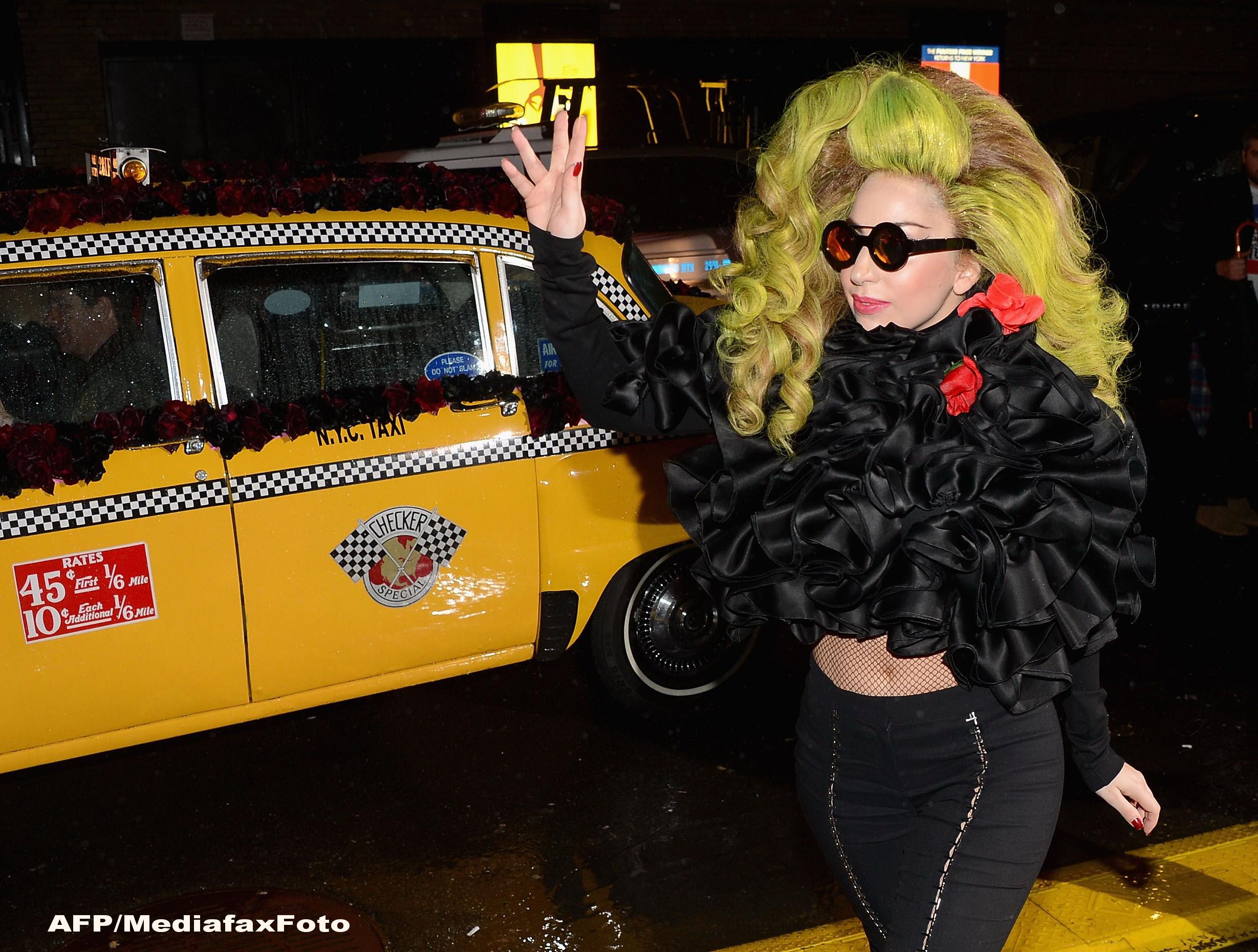 Cele 3 fotografii pentru care Lady Gaga a fost criticata de organizatiile pentru apararea drepturilor animalelor