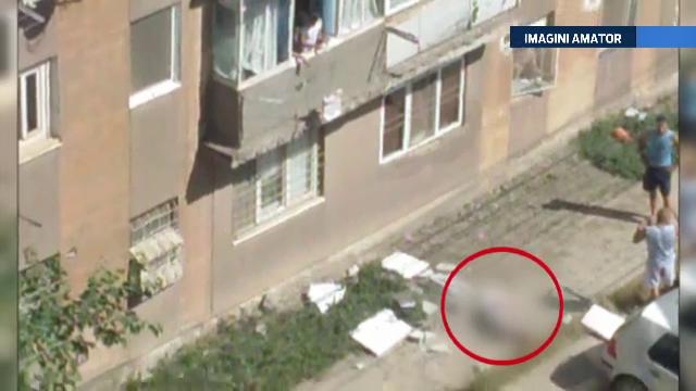 Un barbat din Tulcea risca sa ramana paralizat. S-a prabusit in timp ce repara un balcon, de la etajul doi al unui bloc
