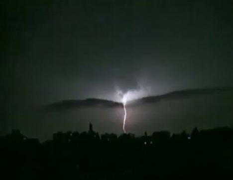 O turista din Ungaria a fost lovita de fulger in timp ce se afla pe muntele Retezat. Salvamontistii au cerut elicopter SMURD