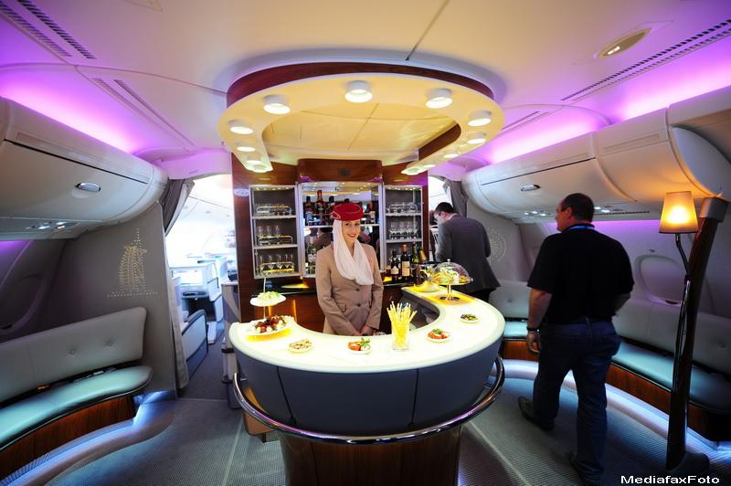 Business Magazine: Cat castiga o stewardesa din Romania la compania Emirates