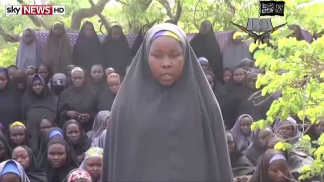 STIRI EXTERNE PE SCURT: Militantii nigerieni care au rapit sute de fete fug din ascunzatori, de teama serpilor si a albinelor