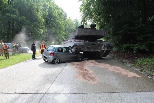 O soferita incepatoare din Germania a intrat sub un tanc britanic