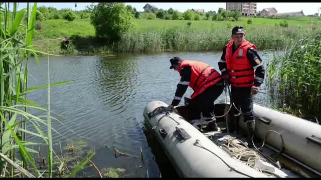 Un tanar s-a aruncat in raul Siret pentru a-si salva prietenul. Cei doi au sfarsit inecati in apa adanca de 6 metri