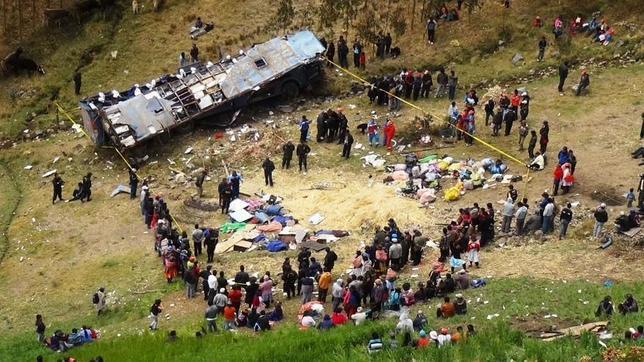 17 morti si zeci de raniti dupa ce un camion plin cu elevi a cazut intr-o prapastie, in Munzii Anzi din Peru